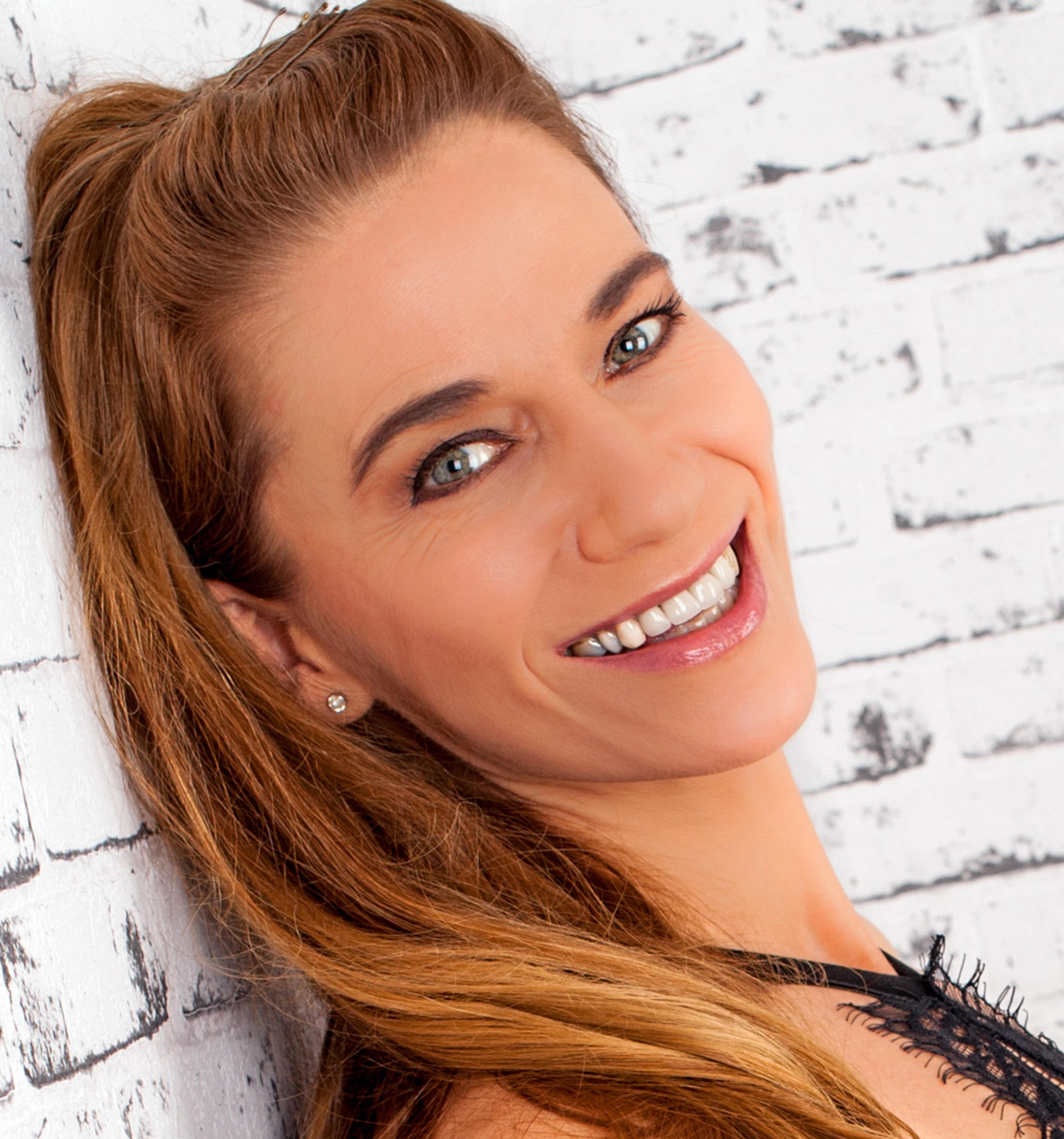 Fiona Shaw - Solo Female Vocalist -