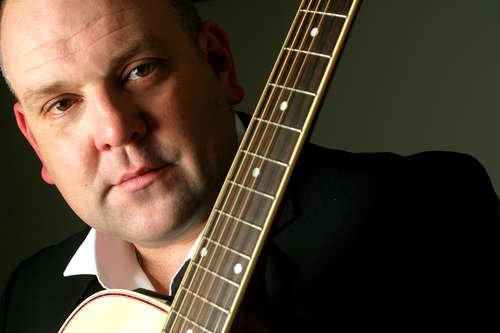 Martin Paul - Guitar Vocalist & Entertainer