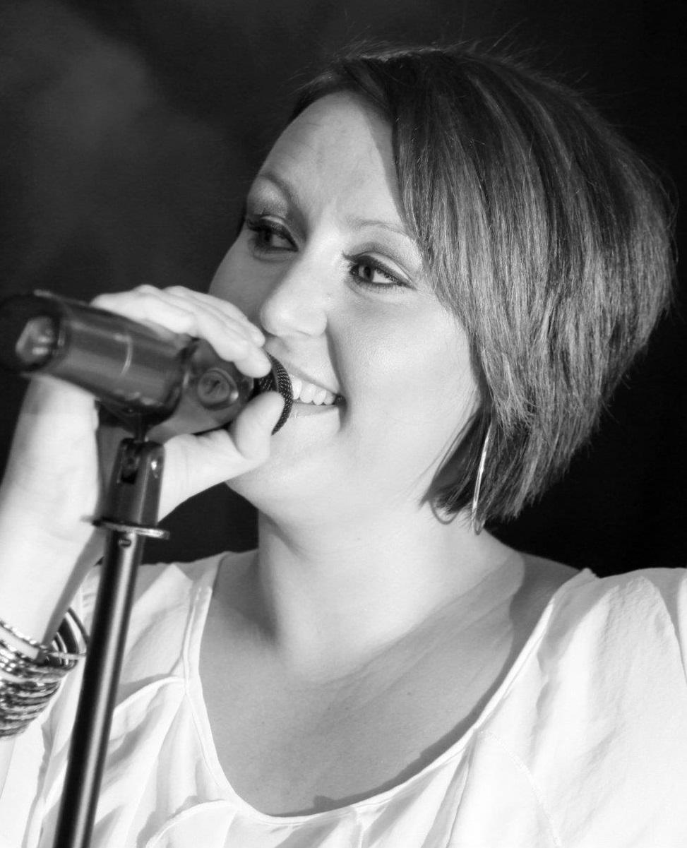 Annie Luv - Female Vocalist