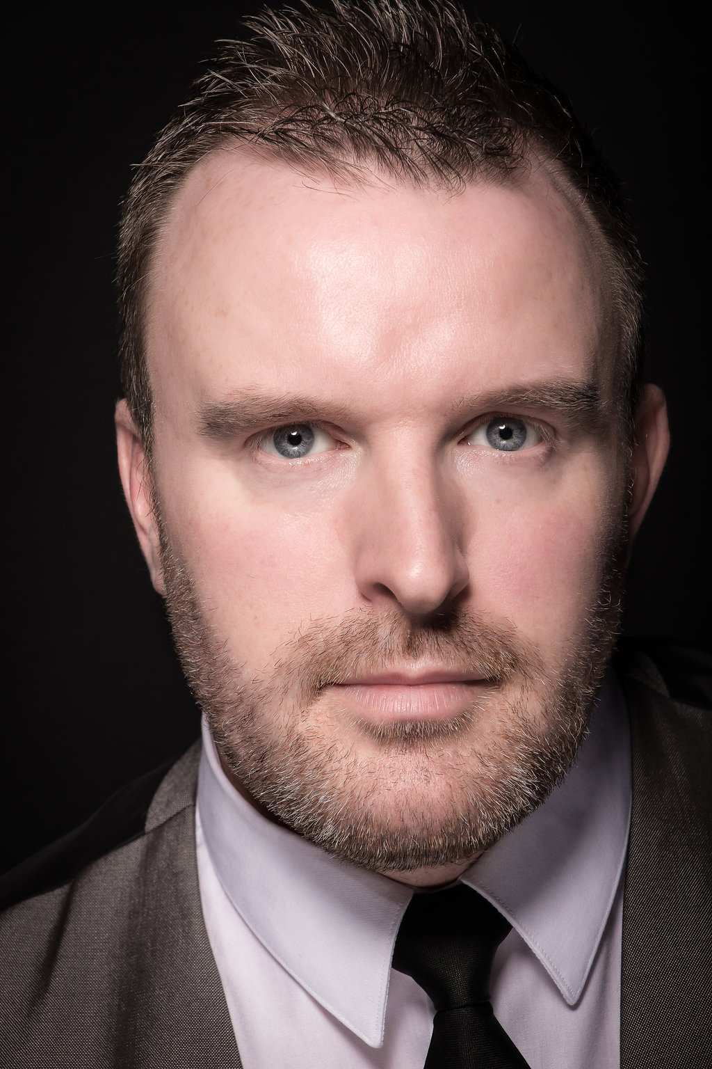 Gavin James: A fantastic male singer & entertainer