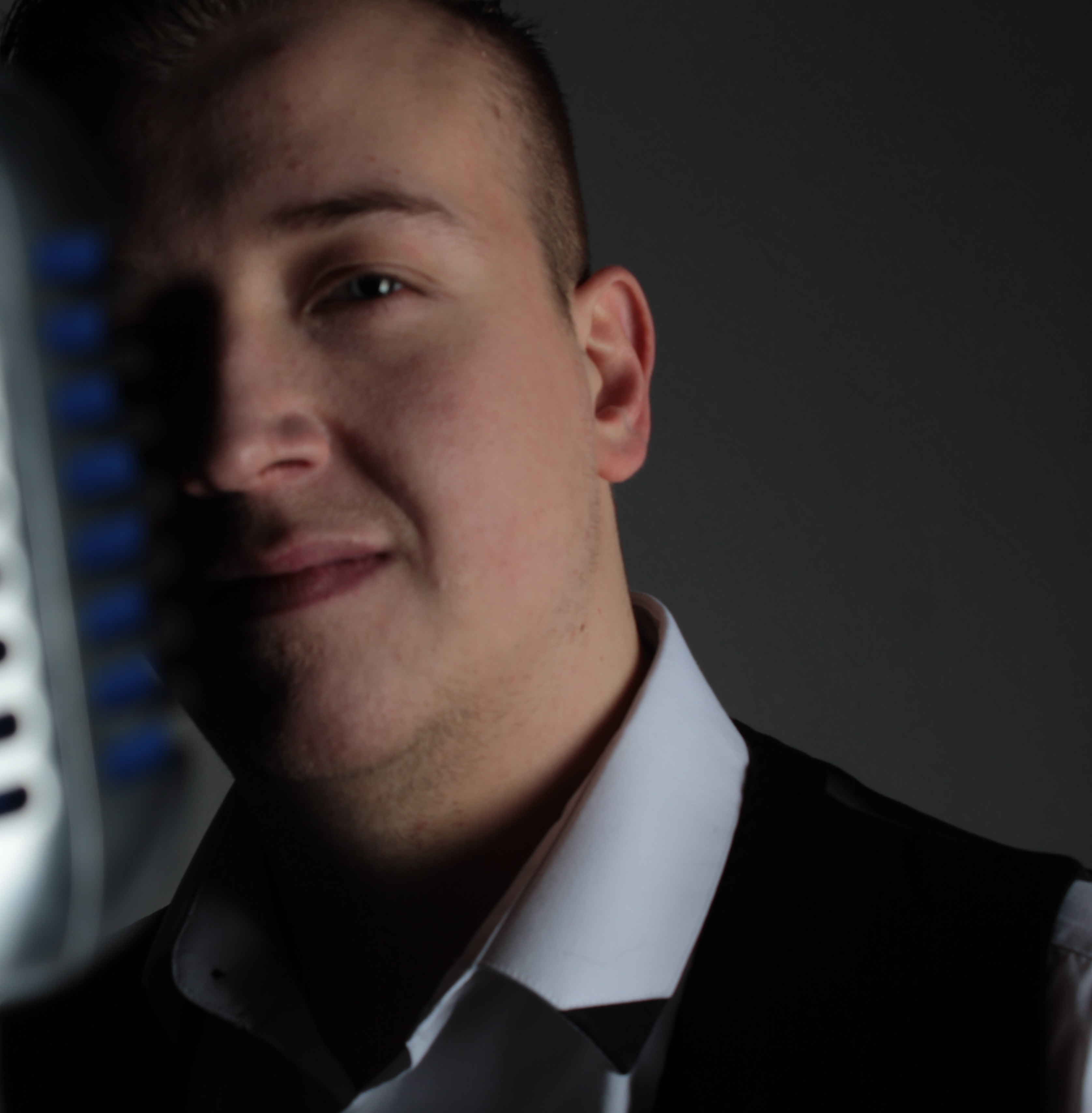 Jamie Jay - Male Singer - Vocalist & Entertainer