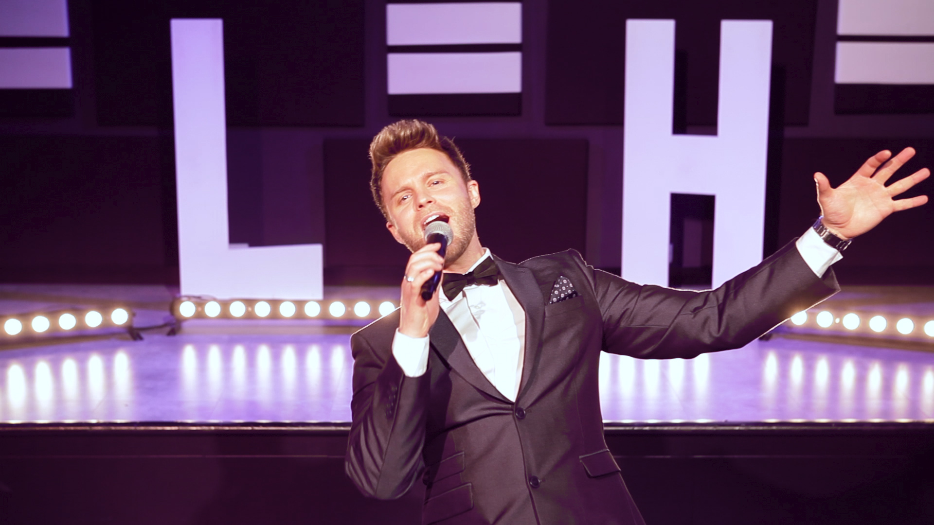 Michael Buble Tribute Act - Lee Hutton