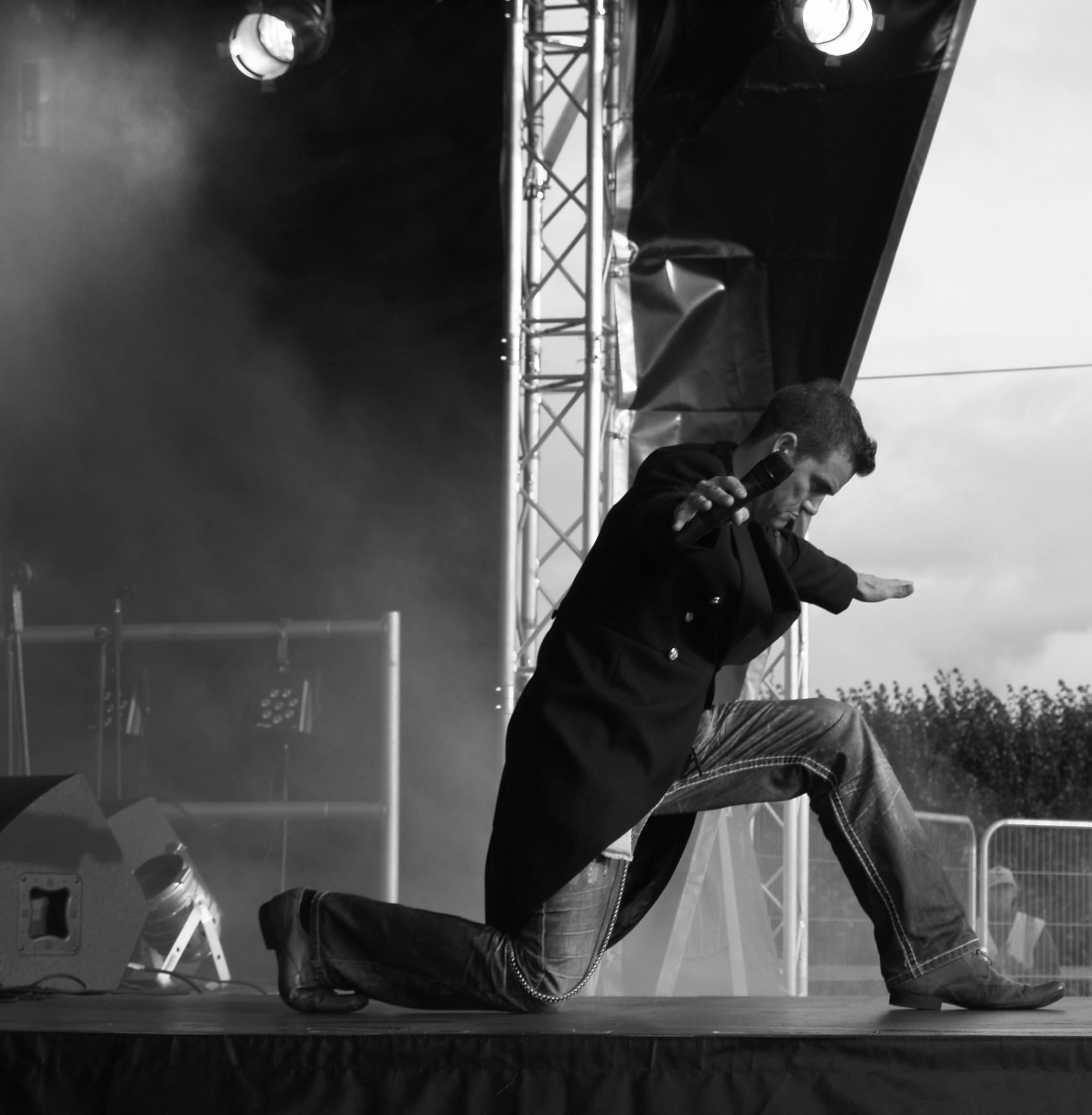 Robbie Tribute Act - Matt Byrne